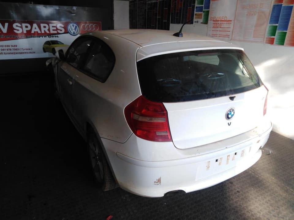 100043 - BMW 118i 2010